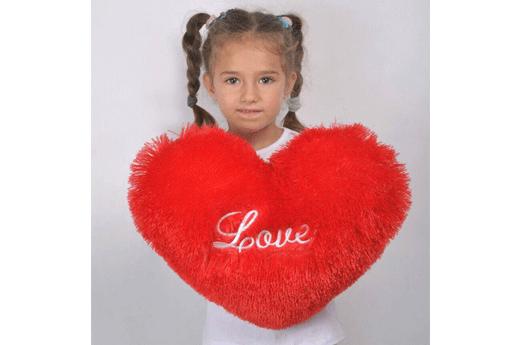 Плюшевая подушки в виде сердца